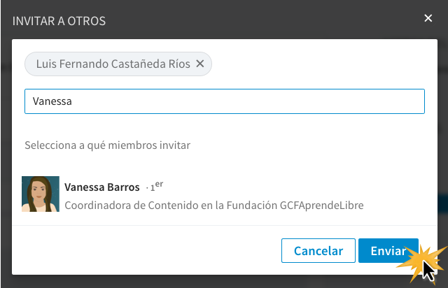 Escribe el nombre o apellidos de un contacto en el cuadro que te aparece y haz clic en Enviar.